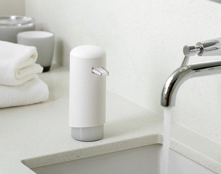 Bílý dávkovač pěnového mýdla Compactor Clever