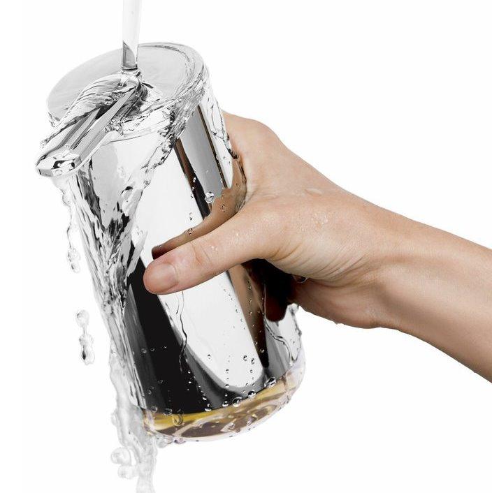 Lze mýt pod tekoucí vodou