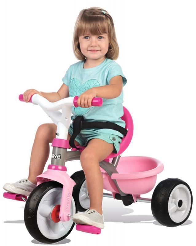 holčička na tříkolce