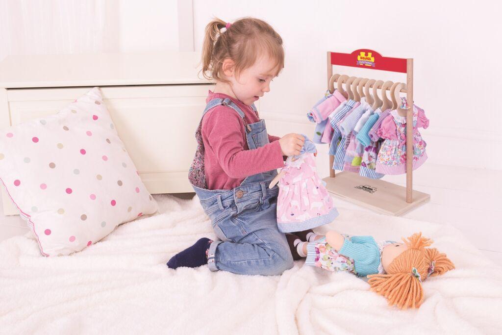 Věšák na šaty pro panenky Bigjigs