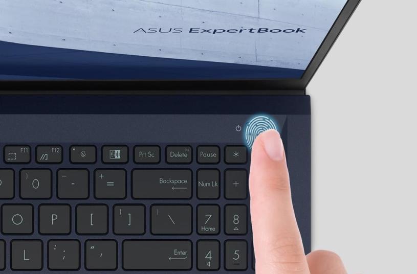 Rýchle prihlásenie a zabezpečený prístup k vašim dátam zaistí snímač odtlačkov prstov integrovaný v tlačidle napájania