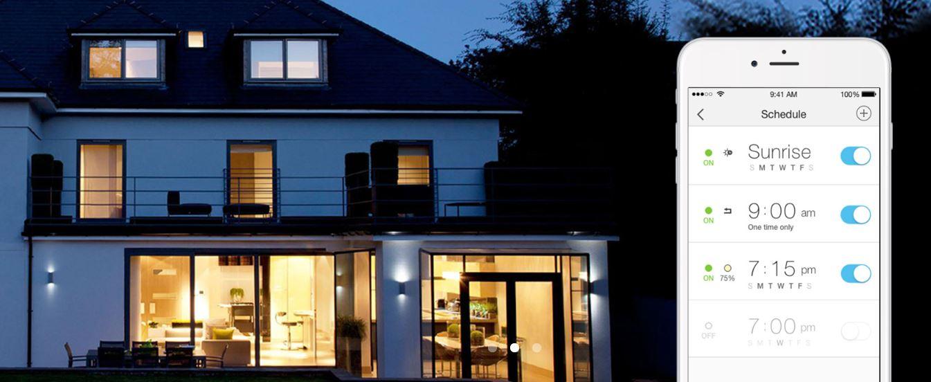 plánování rozsvěcení světel a intenzity světla z mobilního telefonu pro celý dům