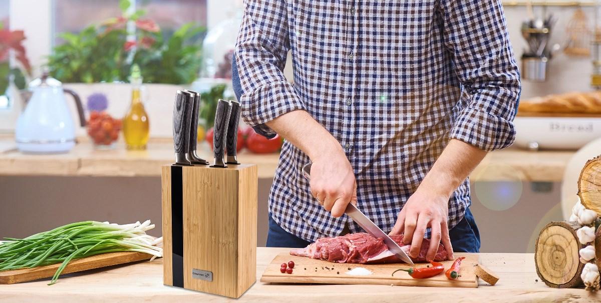 Sada nožů G21 Gourmet Rustic v bambusovém bloku v kuchyni