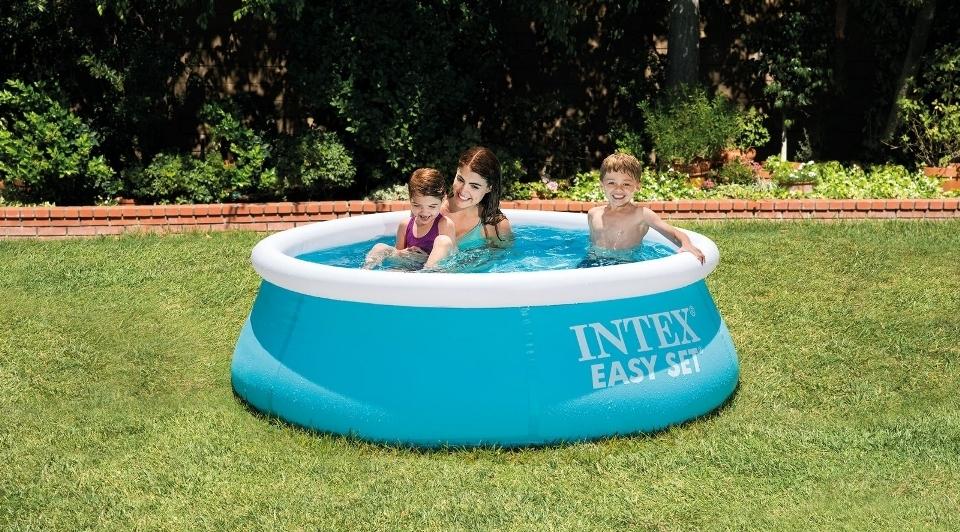 Mamička s deťmi v bazéne Marimex Tampa