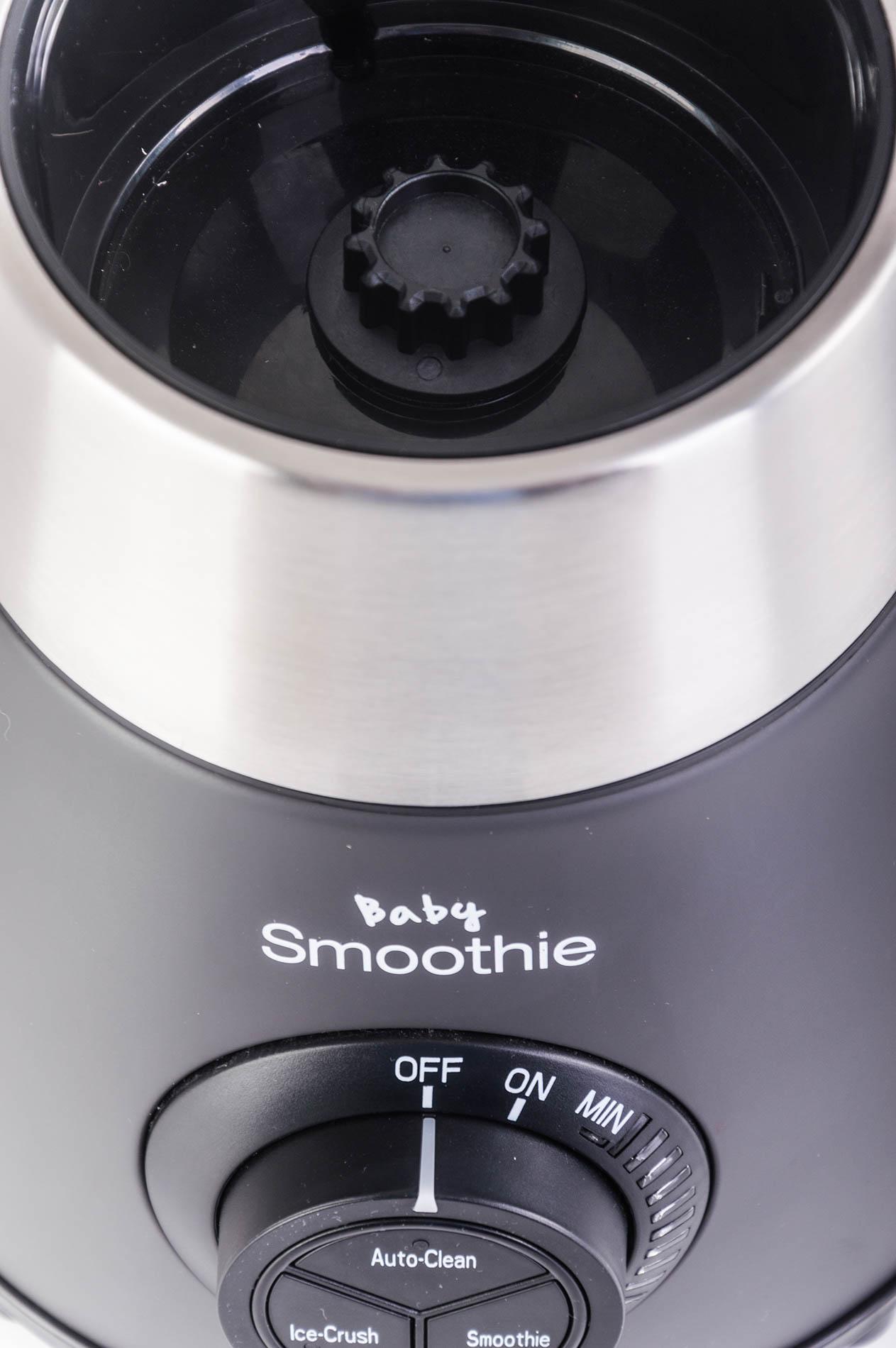 detail kolečka pro regulaci otáček s třemi funkčními tlačítky pro vyčištění mixéru, drcení ledu a mixování