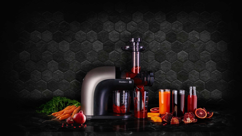 Odšťavňovač G21 Chamberi horizontal s ovocem, zeleninou a vymačkanou šťávou