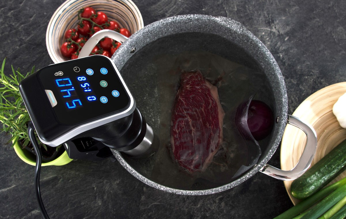 Steak připravovaný s pomocí Sous-vide Akura v hrnci G21 s greblonovou vrstvou