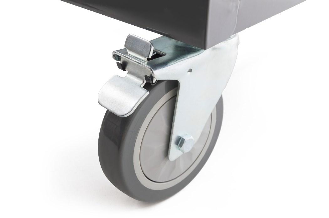 Dvě z koleček dílenského vozíku G21 jsou otočná, s aretací a brzdou