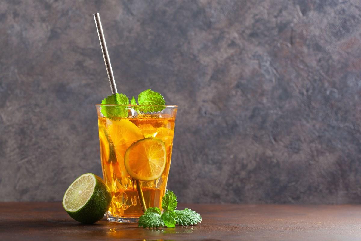 Frissítő ital a G21 beEco szívószállal