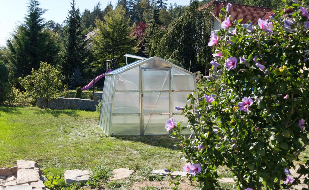 Termoizolačný skleník G21 GZ 59 na záhrade