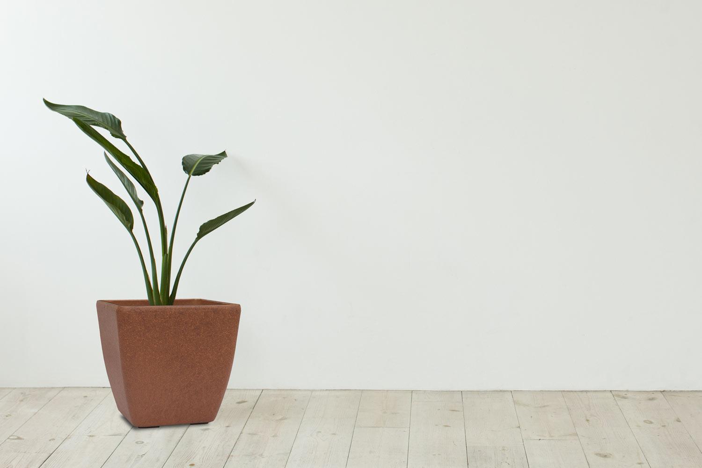 Hnědý květináč G21 Element Cube má styl