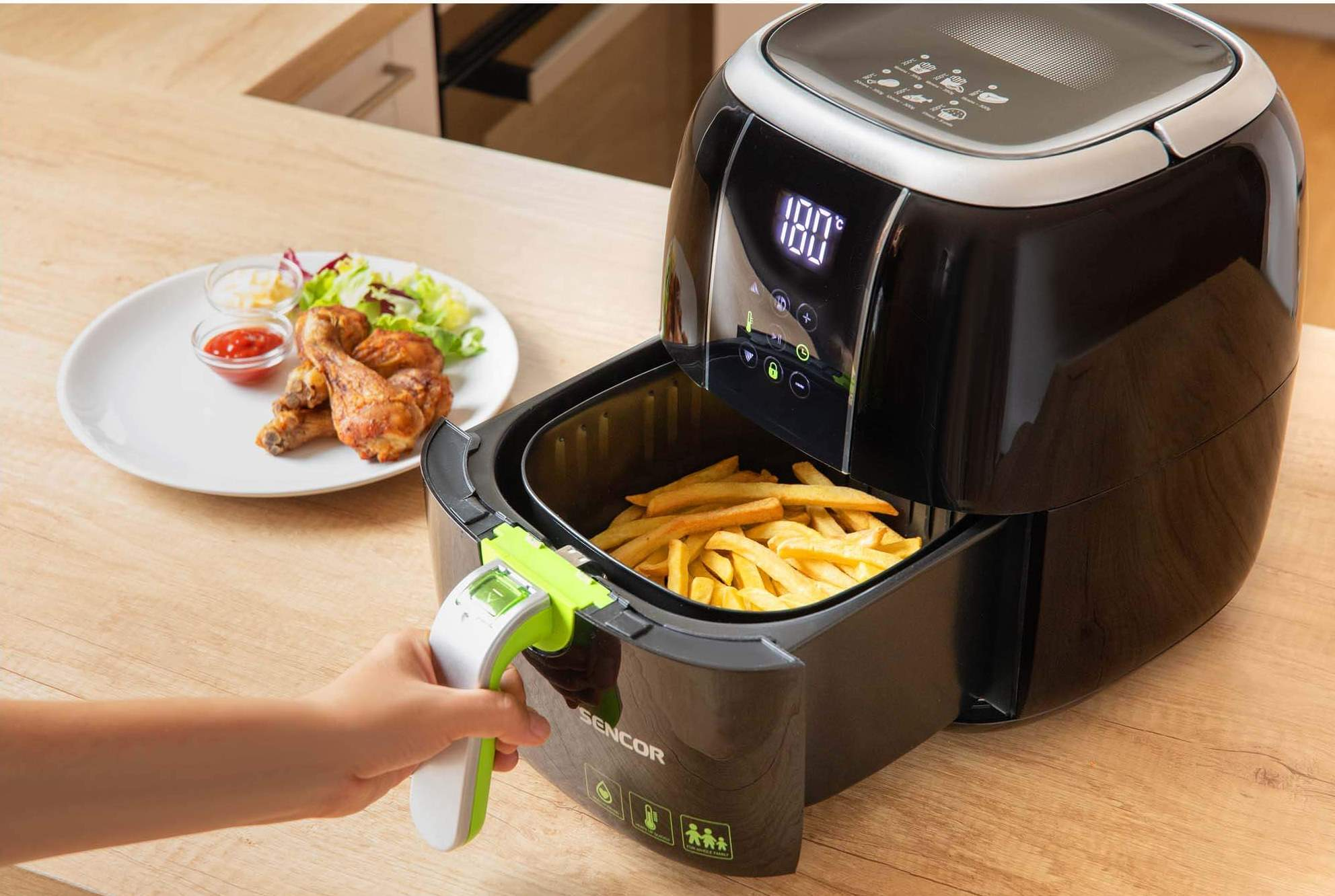 Pomocí 6 automatických režimů snadno připravíte předsmažené hranolky, domácí hranolky, hamburgery, kuřecí stehna, ryby i muffiny.