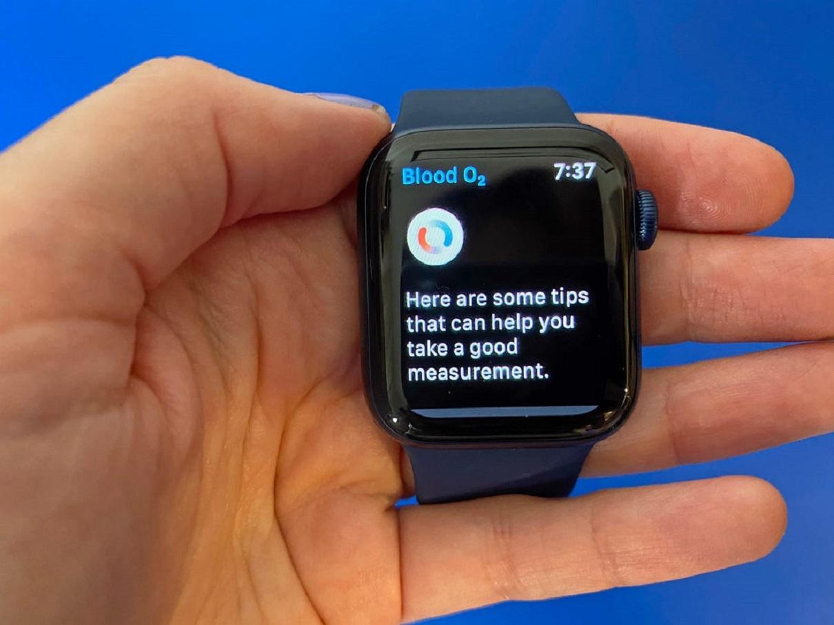 Chytré hodinky Apple Watch Series 6 mají funkci SpO2 (poměr hemoglobinů s kyslíkovou vazbou k celkovému  množství Hb v krvi)