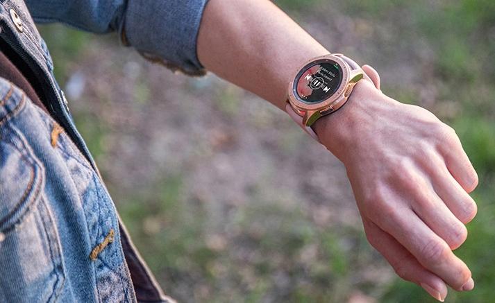 Hodinky Samsung SAMSUNG Galaxy Watch R810 (42 mm) Rose Gold